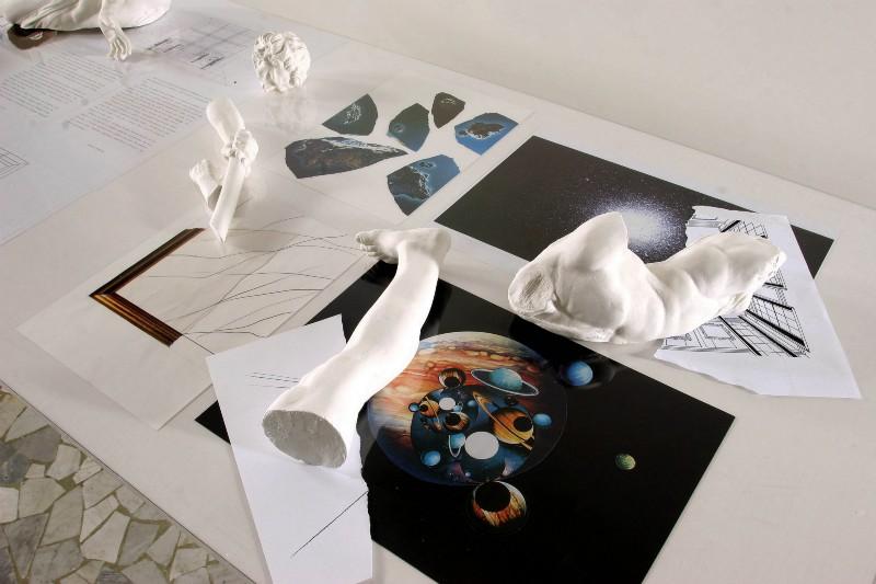 Giulio Paolini, Echi dal Teatro San Carlo: In ascolto (stanza dello spettatore), partial view of the exhibition, March 2005