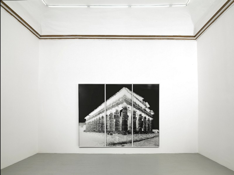 Vera Lutter, Paestum, partial view of the exhibition, September 2016