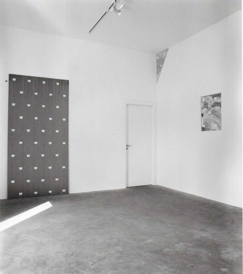 Niele Toroni, partial view of the exhibition, October 1998