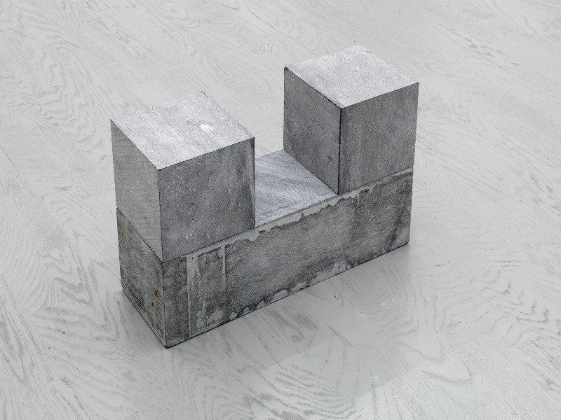 2 CUBES ON BLOCK, 2001, belgian blue limestone, two cubes at each end and on top of one oblon block on floor, cm 30 x 45 x 15